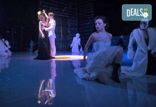Гледайте Анна Каренина от Л.Н.Толстой, с Йоанна Темелкова в главната роля на 19.10. от 19 ч., в Театър София, билет за един! - Снимка 4