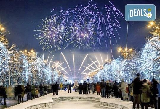 Нова Година 2018 в Букурещ, Румъния! 2 нощувки със закуски в Хотел ibis Bucuresti Gara de Nord 3*, транспорт и панорамна обиколка на Букурещ - Снимка 1