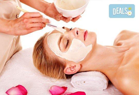 Безиглена мезотерапия с хиалуронова киселина, масаж на лице, шия и деколте и нанасяне на маска според типа кожа в козметичен център DR.LAURANNE - Снимка 3
