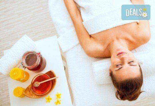 Меден детокс! 120-минутен SPA MIX - масаж с мед на гръб, антицелулитен масаж на бедра и козметичен масаж с мед на лице + бонус: йонна детоксикация GreenHealth - Снимка 1