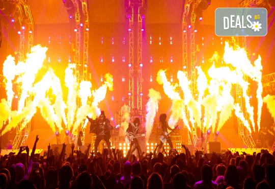 Само в Кино Арена! Прожекция на концерта KISS Rocks Vegas! На 31.10. от 20ч., в Premium и LUXE зали на Кино Арена в страната! - Снимка 3
