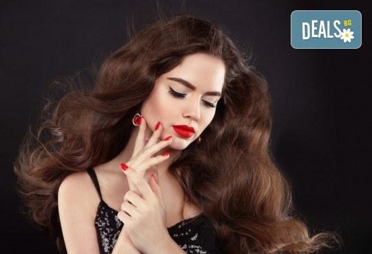 Освежете цвета на косата си! Масажно измиване и боядисване с боя на клиента в студио за красота Fabio Salsa - Снимка 2