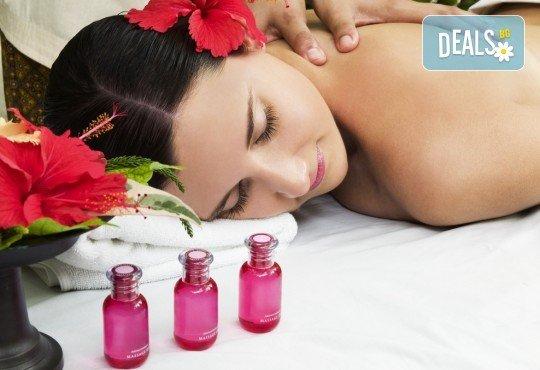 120 минути Хавайски микс! Ломи-ломи Нуи хавайски масаж, пилинг с кокосови стърготини и Hot Stone терапия и бонус: йонна детоксикация в център GreenHealth - Снимка 1