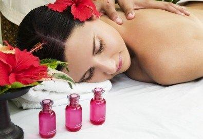 120 минути Хавайски микс! Ломи-ломи Нуи хавайски масаж, пилинг с кокосови стърготини и Hot Stone терапия и бонус: йонна детоксикация в център GreenHealth - Снимка