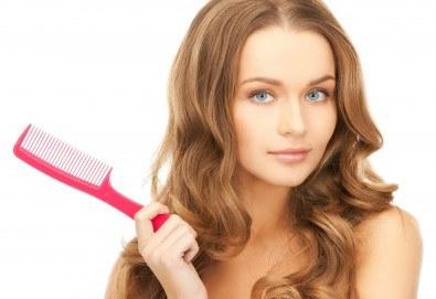 Терапия за коса с ампула по избор - арганова, кокосова или против косопад, и оформяне със сешоар или на плитка в салон за красота Make Trix! - Снимка