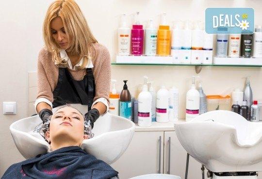 Терапия за коса с ампула по избор - арганова, кокосова или против косопад, и оформяне със сешоар или на плитка в салон за красота Make Trix! - Снимка 3