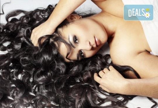 Терапия за коса с ампула по избор - арганова, кокосова или против косопад, и оформяне със сешоар или на плитка в салон за красота Make Trix! - Снимка 2