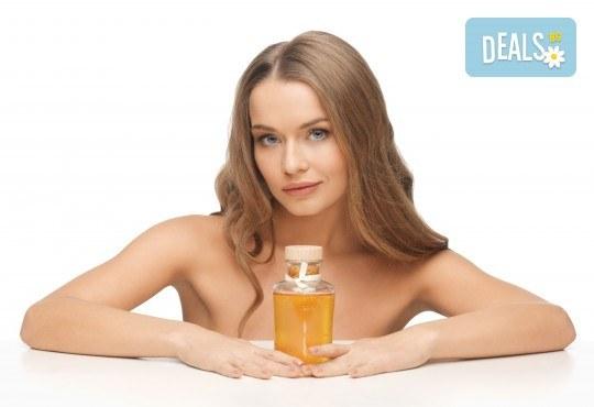 Подстригване, масажно измиване, кератинова или арганова терапия по избор и сешоар или плитка в салон за красота Make Trix! - Снимка 2