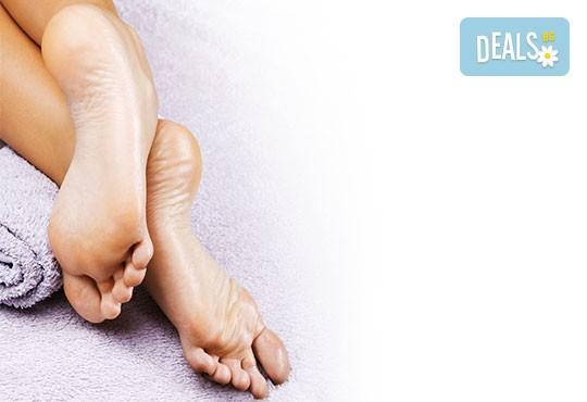 Перфектни крака! Дълготраен педикюр с гел лак BlueSky и масаж на ходилата в Студио за красота РАДОСТ! - Снимка 3