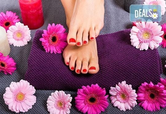 Педикюр с гел лак BlueSky + масаж на ходилата и ДВЕ рисувани декорации в Студио за красота РАДОСТ! - Снимка 1