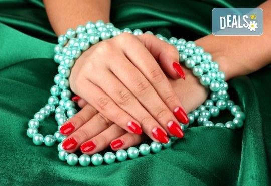 Прекрасни ръце! Дълготраен маникюр с гел лак BlueSky и сваляне на гел лак в Студио за красота РАДОСТ! - Снимка 1