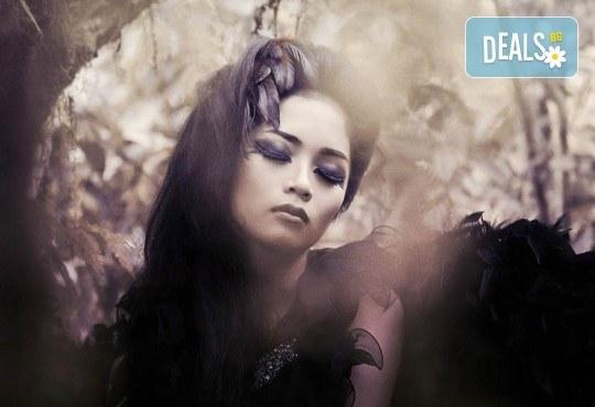 Впечатлете всички с хелоуински грим и оформяне на прическа в студио за красота Secret Vision - Снимка 1