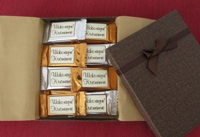 16 броя шоколадови късметчета от оригинален белгийски шоколад Callebaut в луксозна кутия от Choco Compliment - Снимка