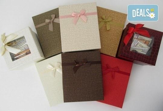 16 броя шоколадови късметчета от оригинален белгийски шоколад Callebaut в луксозна кутия от Choco Compliment - Снимка 4