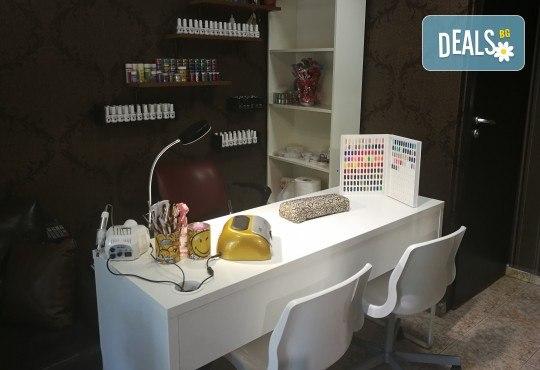 Масажно измиване на косата, нанасяне на подхранваща маска, оформяне със сешоар и бонус: оформяне на плитки в студио IGUANA, Мусагеница! - Снимка 11