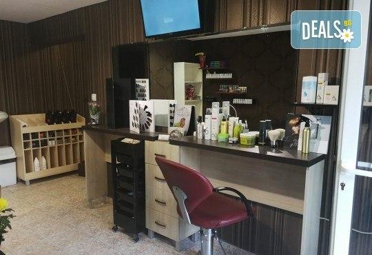 Масажно измиване на косата, нанасяне на подхранваща маска, оформяне със сешоар и бонус: оформяне на плитки в студио IGUANA, Мусагеница! - Снимка 13