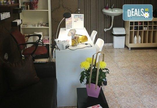 Масажно измиване на косата, нанасяне на подхранваща маска, оформяне със сешоар и бонус: оформяне на плитки в студио IGUANA, Мусагеница! - Снимка 10