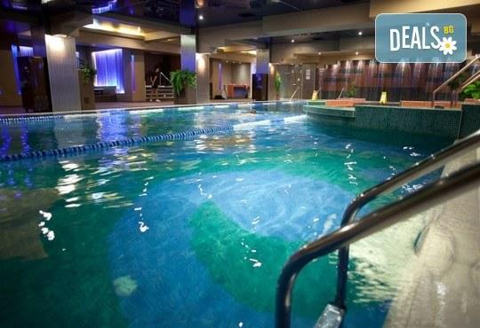 Нова година в Букурещ, Румъния! Екскурзия с 2 нощувки със закуски в Rin Grand Hotel 4*, транспорт, панорамна обиколка, екскурзовод и възможност за посещение на Синая от Комфорт Травел! - Снимка 11