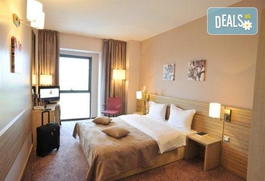 Нова година в Букурещ, Румъния! Екскурзия с 2 нощувки със закуски в Rin Grand Hotel 4*, транспорт, панорамна обиколка, екскурзовод и възможност за посещение на Синая от Комфорт Травел! - Снимка 8