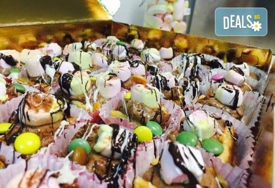"""С много внимание и щипка любов! Парти сет """"Бонбон"""" за Вашия празник – 20 мини гофрети и 5 Cake Pops, от Gofrilo - Снимка 4"""