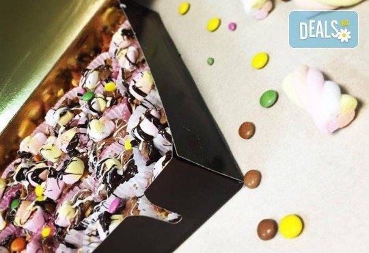 """С много внимание и щипка любов! Парти сет """"Бонбон"""" за Вашия празник – 20 мини гофрети и 5 Cake Pops, от Gofrilo - Снимка 3"""
