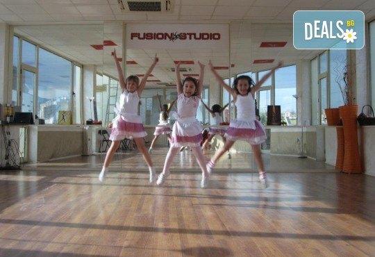 За момичета и момчета! 4 посещения на модерни и латино танци за деца 5-7 г. с Танцова формация Фюжън! - Снимка 2