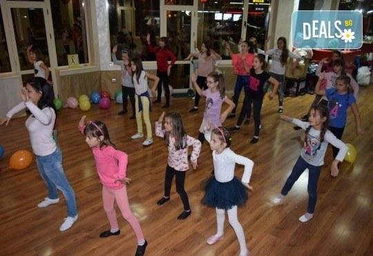 За момичета и момчета! 4 посещения на модерни и латино танци за деца 5-7 г. с Танцова формация Фюжън! - Снимка 3