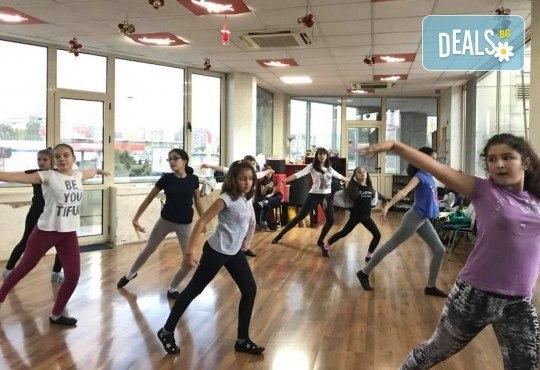 За момичета и момчета! 4 посещения на модерни и латино танци за деца 5-7 г. с Танцова формация Фюжън! - Снимка 4