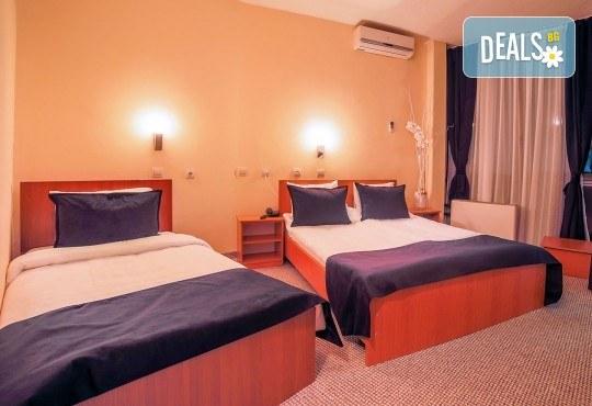 Нова година 2018 в Hotel Nova Riviera 3*, на брега на Охридското езеро! 3 нощувки, 3 закуски, 2 празнични вечери с включени напитки, транспорт и програма - Снимка 6