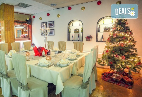 Нова година 2018 в Hotel Nova Riviera 3*, на брега на Охридското езеро! 3 нощувки, 3 закуски, 2 празнични вечери с включени напитки, транспорт и програма - Снимка 8