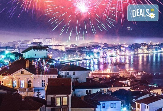 Нова година 2018 в Hotel Nova Riviera 3*, на брега на Охридското езеро! 3 нощувки, 3 закуски, 2 празнични вечери с включени напитки, транспорт и програма - Снимка 1