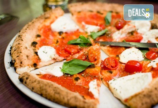 Голяма фамилна пица: Капричоза, Попай, Поло, Кариола или др. за вкъщи или за консумация на място в Ресторанти Златна круша! - Снимка 3