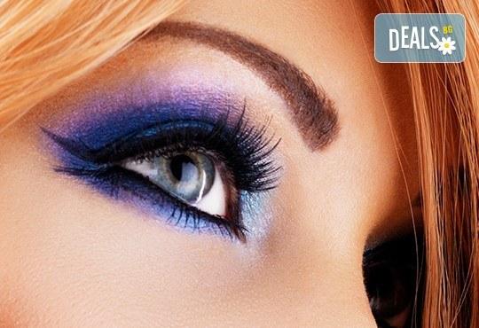 Красив поглед! Поставяне на мигли косъм по косъм - копринени или от норка при специалист естетик в Салон Miss Beauty! - Снимка 1