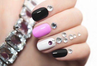 Терапия за чупливи или бавно растящи нокти, маникюр с гел лак в цвят по избор и 2 авторски декорации в студио за красота Velesa! - Снимка