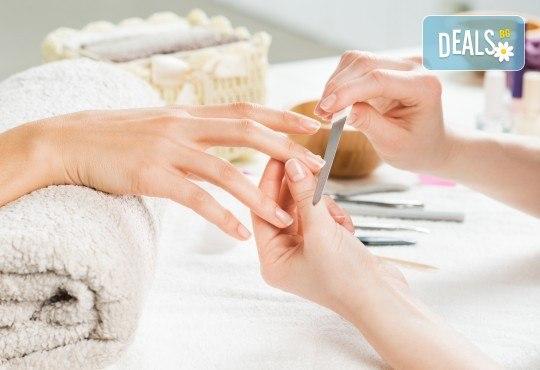 Терапия за чупливи или бавно растящи нокти, маникюр с гел лак в цвят по избор и 2 авторски декорации в студио за красота Velesa! - Снимка 3