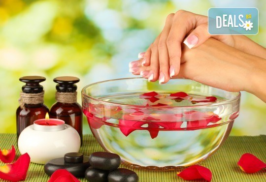 Терапия за чупливи или бавно растящи нокти, маникюр с гел лак в цвят по избор и 2 авторски декорации в студио за красота Velesa! - Снимка 2