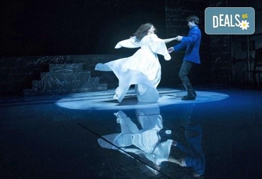 Гледайте Анна Каренина от Л.Н.Толстой, с Йоанна Темелкова в главната роля на 02.11. или 21.11. от 19 ч., в Театър София, билет за един! - Снимка 3