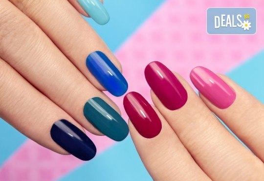 Дълготрайни и красиви цветове с маникюр с гел лак на Blue Sky и включено сваляне на стар гел лак в салон Шедьовър - Снимка 1