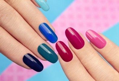 Дълготрайни и красиви цветове с маникюр с гел лак на Blue Sky и включено сваляне на стар гел лак в салон Шедьовър - Снимка