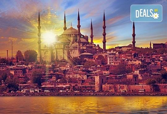 От октомври до декември в Истанбул, Турция! Екскурзия с 2 нощувки със закуски, транспорт, екскурзовод и възможност за посещение на пеещите фонтани в Watergarden! - Снимка 1