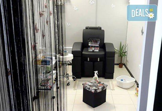 Масажно измиване с подхранващ шампоан, подстригване и подсушаване в студио за красота Д&В! - Снимка 6