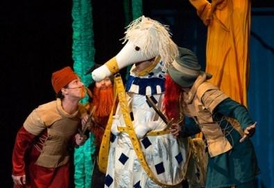 Смях и забавления за малки и големи! Приказка за Рицаря без кон, на 25.11. неделя от 11ч.в Младежки театър, 1 билет - Снимка