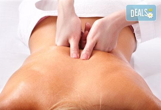 Облекчете неразположенията! 60-минутен болкоуспокояващ масаж ''Бабините разтривки'' на цяло тяло с арника в студио Giro! - Снимка 3