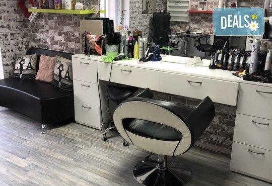 Възстановяваща кератинова терапия за коса с инфраред преса, масажно измиване и прав сешоар в салон Diva! - Снимка 6