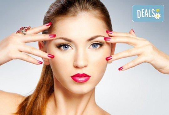 Оцветете ноктите си в ярки цветове! Маникюр с гел лак и бонус: безплатно сваляне в салон за красота Сиемпре Белла - Снимка 1