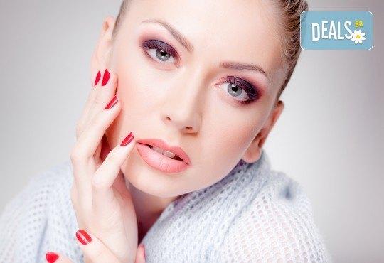 Оцветете ноктите си в ярки цветове! Маникюр с гел лак и бонус: безплатно сваляне в салон за красота Сиемпре Белла - Снимка 2