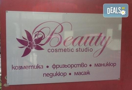 Зашеметяваща визия с подстригване с гореща ножица, възстановяваща терапия с продукти на Milk shake и оформяне със сешоар в студио Beauty, Лозенец! - Снимка 5