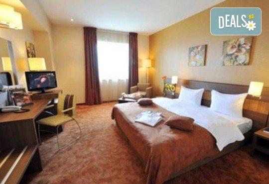 Посрещнете Нова Година 2018 в Букурещ, с Караджъ Турс! 3 нощувки със закуски в Rin Grand Hotel 4*, транспорт и програма - Снимка 3