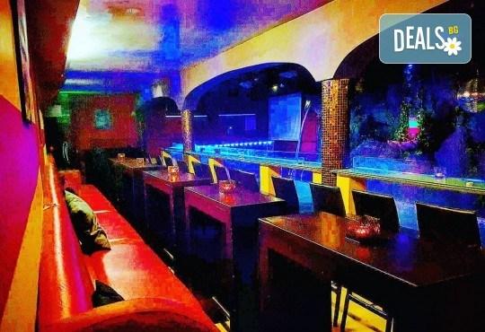 Апетитно предложение за лежерен следобед! Гофрета с топинг по избор и шейк от Obsession Club - Снимка 12