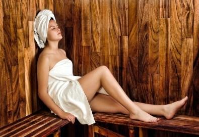 Релакс в борова инфраред сауна! Процедура сауна с билки, билков чай, релакс зона, болкоуспокояващ масаж на цяло тяло с масло от мурсалски чай, зонотерапия и топло билково килимче в Senses Massage & Recreation! - Снимка